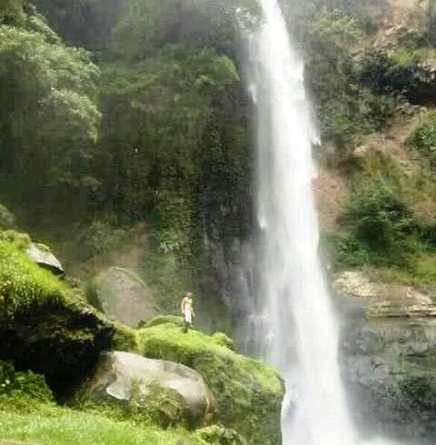 Kami menawarkan PAKET WISATA AIR TERJUN spesial untuk anda yang ingin menikmati indahnya alam pulau Flores yang hingga saat ini masih terjaga keasriannya